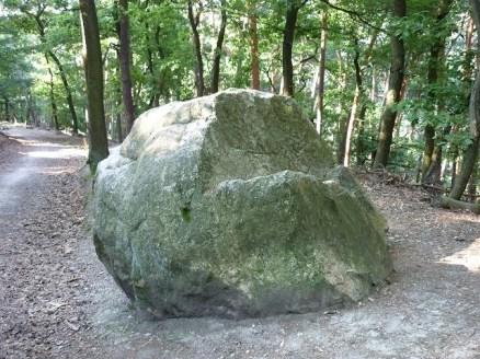 grauer-stein